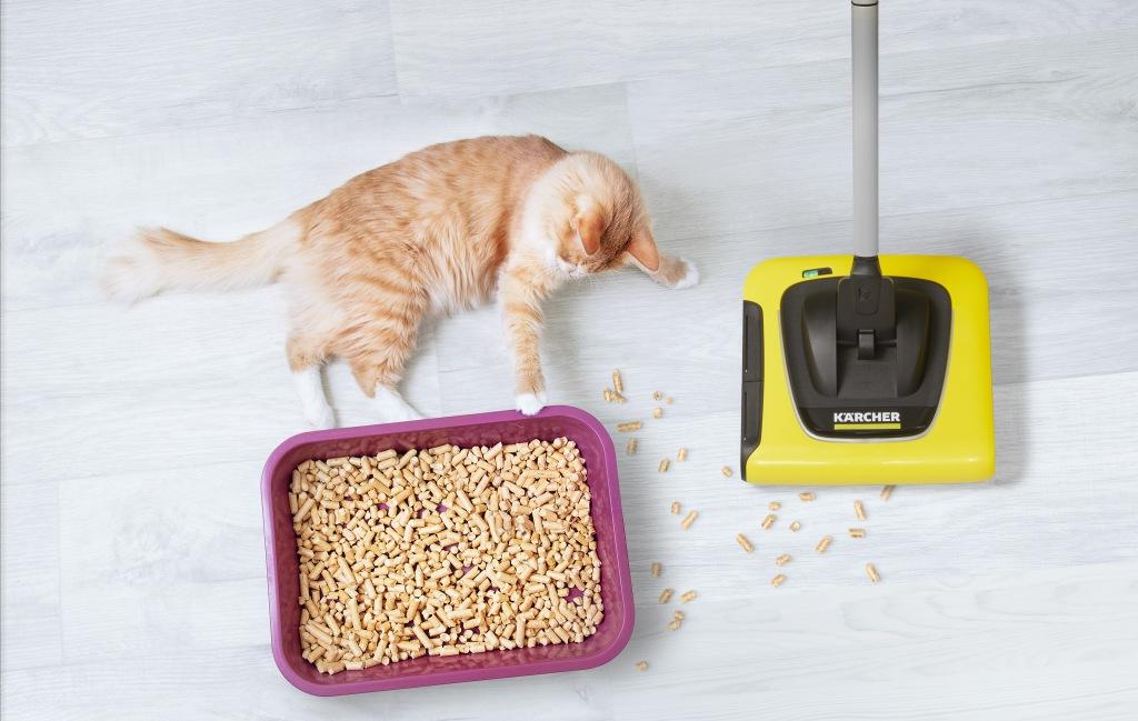 スティッククリーナー KB 5 「猫砂や抜け毛に」 飛び散った猫砂の掃除や抜けた毛などの清掃はこまめに行う必要があります。スティッククリーナー KB 5は、 手軽に瞬時に吸い取り、音が静かで軽量コンパクトなコードレスタイプのクリーナーです。回転するブラシでゴミも毛もしっかり回収します。ゴミは、ダストボックスに集めるので、排気が出ず空気を汚しません。見た目もコンパクトで場所をとらず、インテリアの邪魔にもなりません。