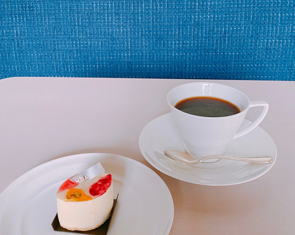 ミニャルディーズ セット 1,100円(税込) コーヒー(HOT、ICE)、紅茶(HOT、ICE)、ジュースからドリンクをお選びいただけます。