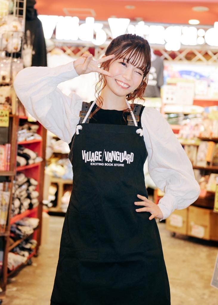 アニソンシンガー「亜咲花」とヴィレッジヴァンガードのコラボ商品が販売開始!